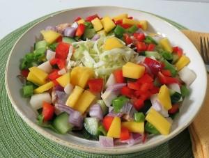 Можно есть салат при панкреатите.