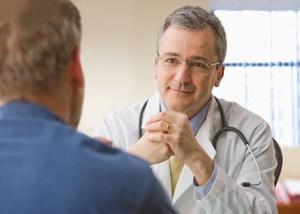 Доктор дает рекомендации по фитотерапии